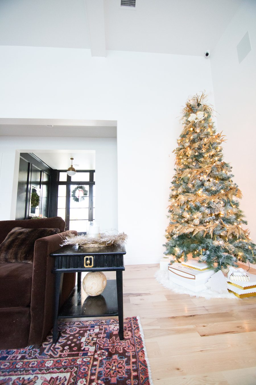 CC and Mike\'s Christmas Living Room Decor | cc+mike | lifestlye blog