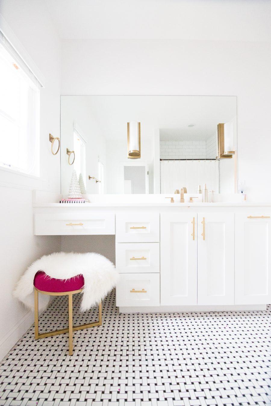black-and-white-girls-bathroom