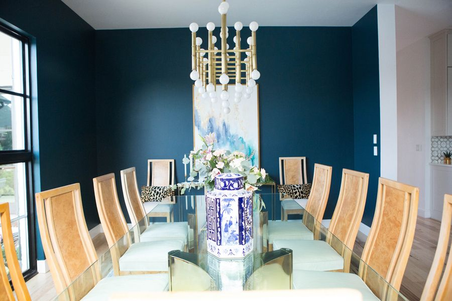 Top 3 blue green paint colors for dark and dramatic walls for Light blue dining room ideas