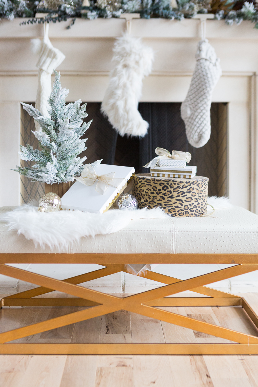 10-Tips-Budget-Christmas-DecoratingModern-Electic-Christmas-Home-Tour-47