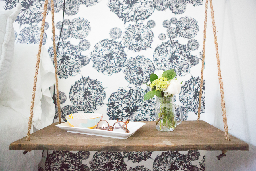 10 Beautiful Ideas For How To Use Wallpaper In Modern Home Design Black And White Floral