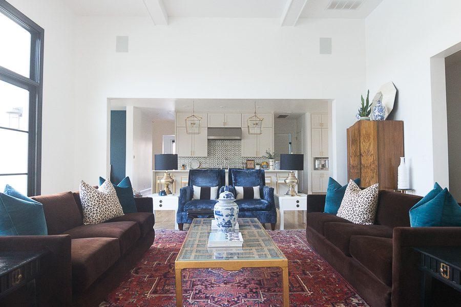 10 Bold Pink and Navy Rugs for Home Decor modern glam design navy velvet chairs velvet sofa gold coffee table leopard pillows-17