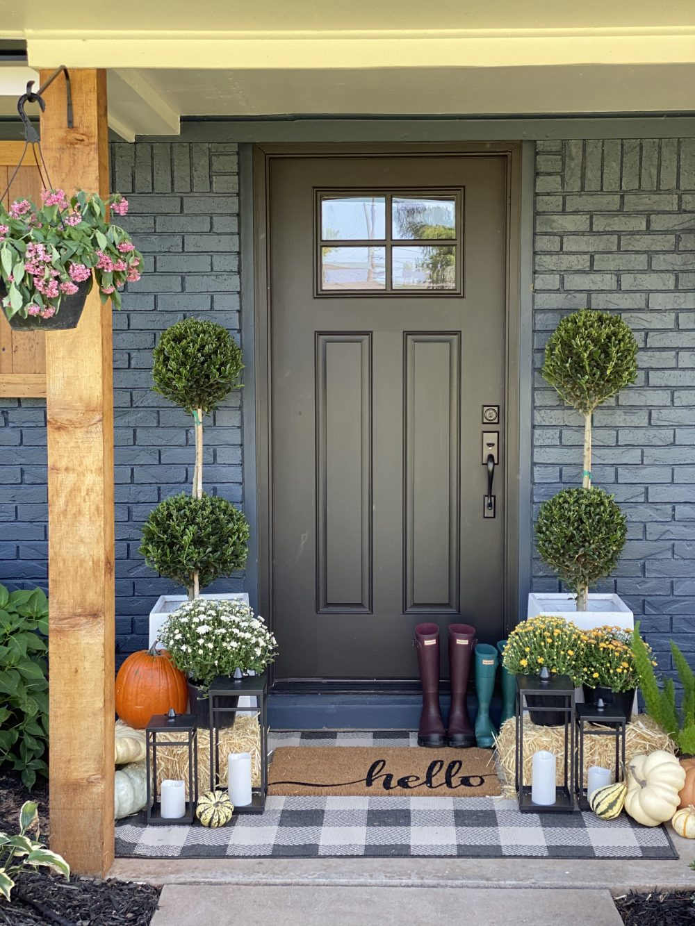 Affordable Fall Front Porch and Tabletop Decor Ideas fall front porch styling