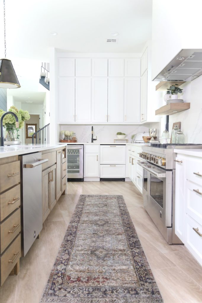 Kitchen with a Layla rug - BEAVER LAKE PROJECT